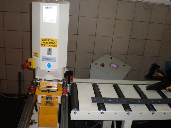 Puma 80 z automatycznym stolem podawczym PAX